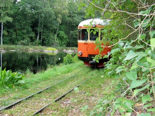 Smalspåret som sommartid går mellan Västervik och Hultsfred