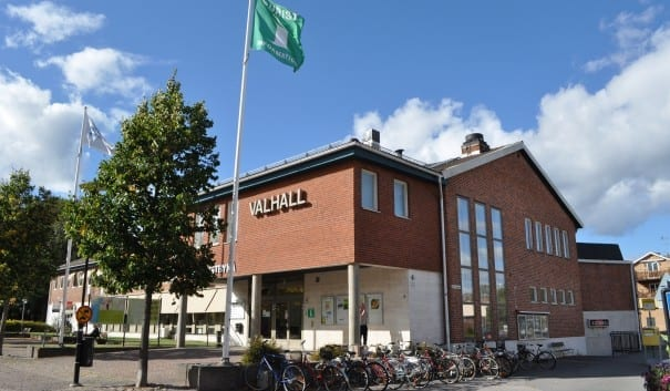 Valhall där finns konferenslokaler, teater och biograf samt turistbyrå.