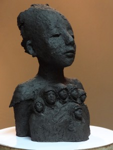 Skulptur Beskydd av Monica Sandell