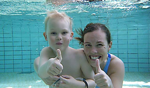 under vatten i Hagdal sim- och sporthall