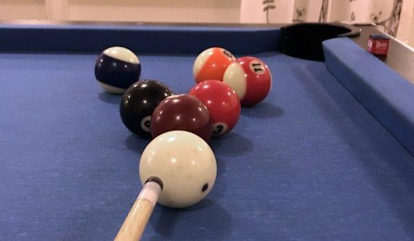 Biljardbollar och biljardkö